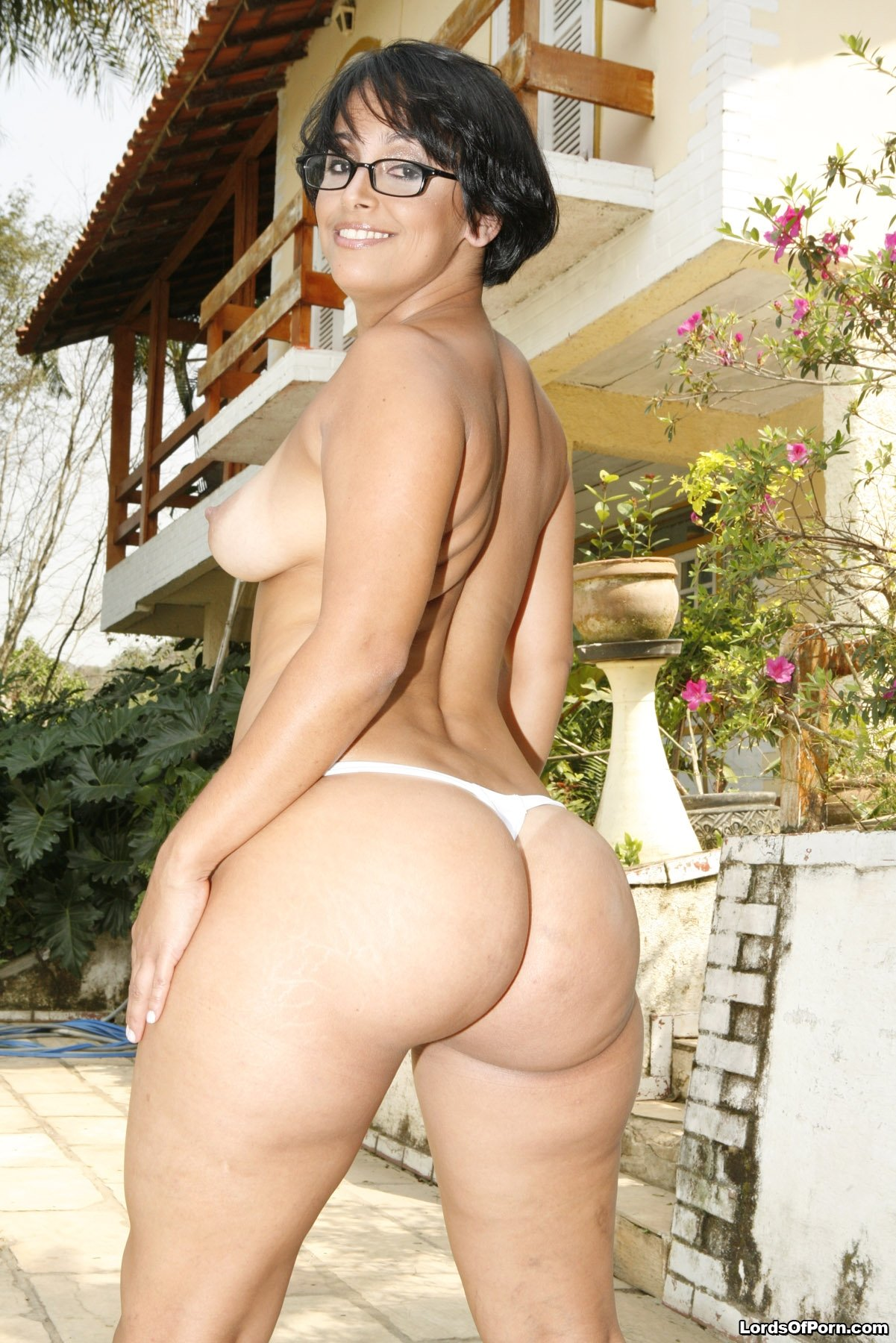 Hot Ass Brazilian Mom With A Tight Ass-2201