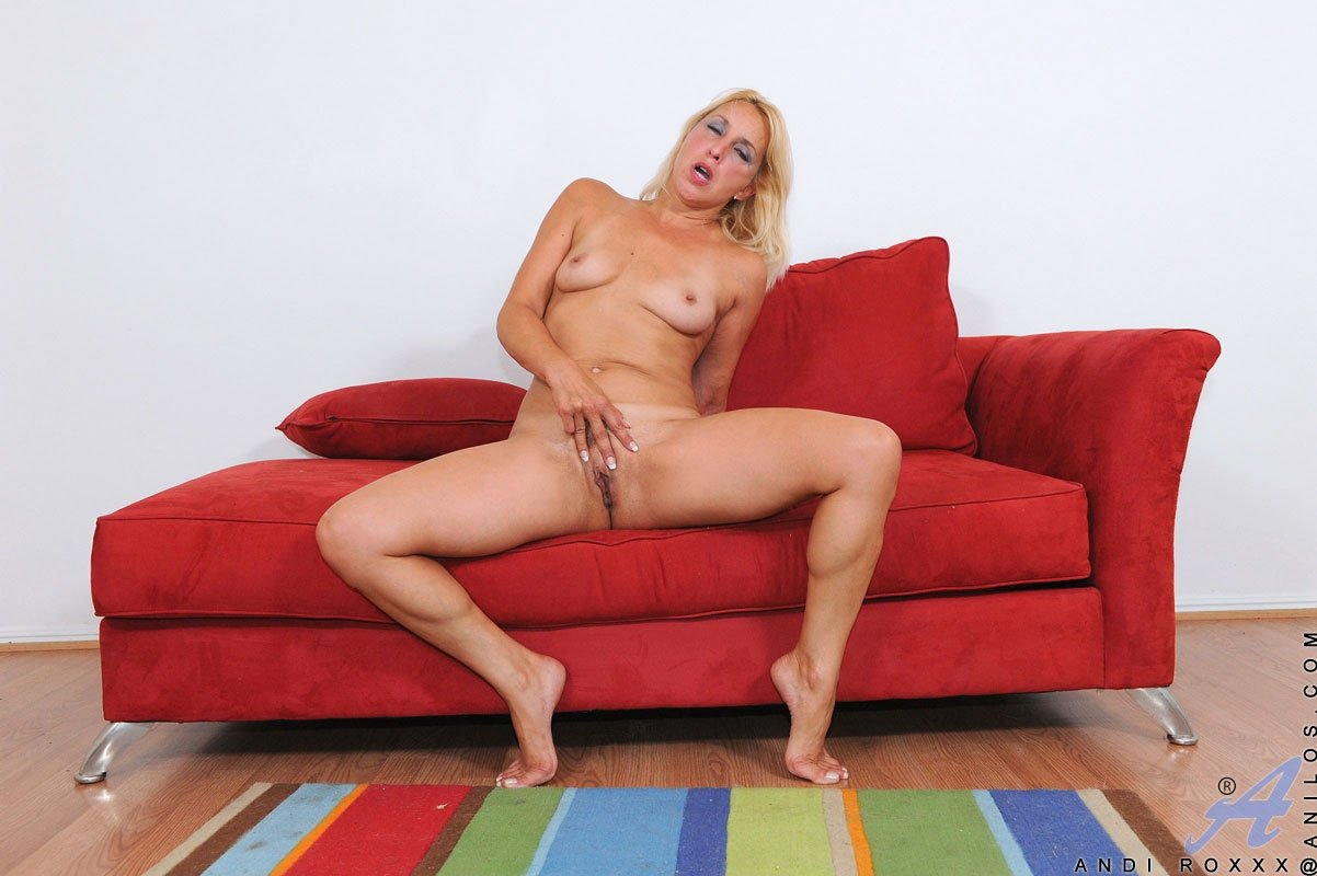 nude mature women with big tits there