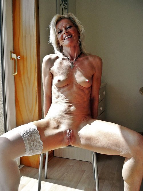 pics of mature sexy women there