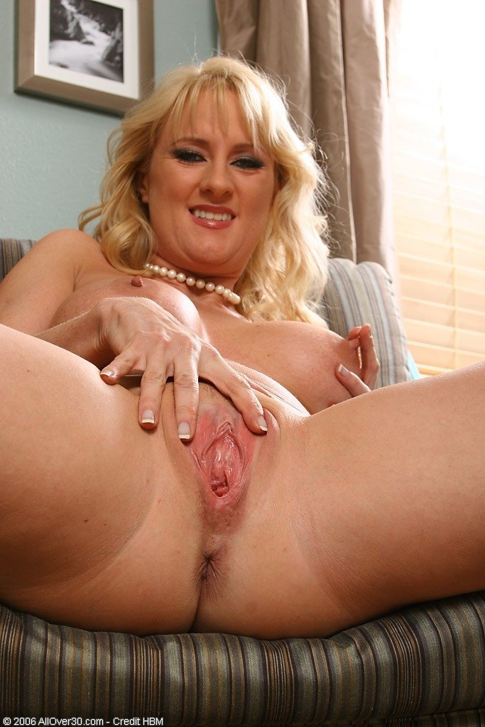 Volupsious blond nede cougars, free interracial amateur video