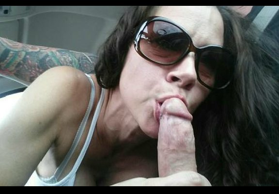 Homegrown chick talks friend phone while rubbing super wet pussy