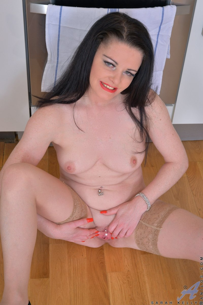 Walk in Pantyhose no panties 3 there