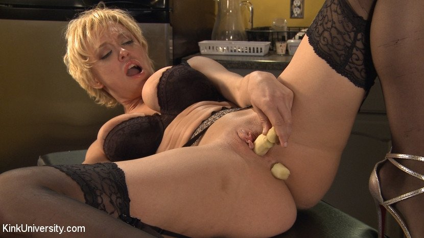 amateur milf threesome videos