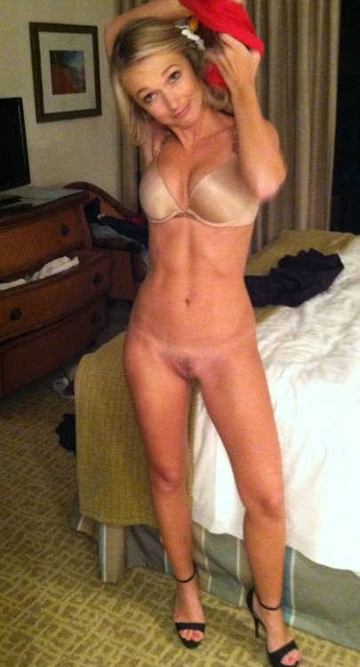 Milfs looking for young guys Hidden cam girl dog white girl perfect tits