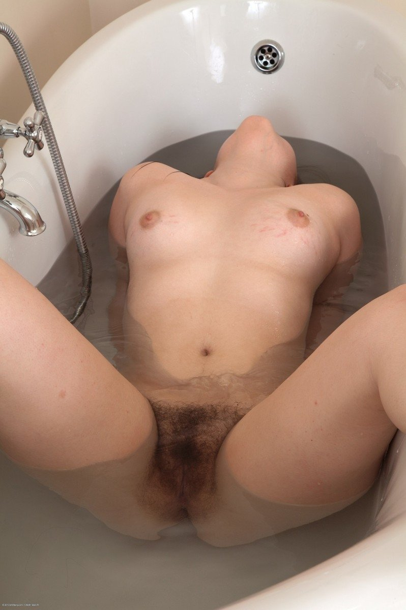 nude-dwarf-hairy-women-in-the-bathroom-asian-sexy-nude-gif