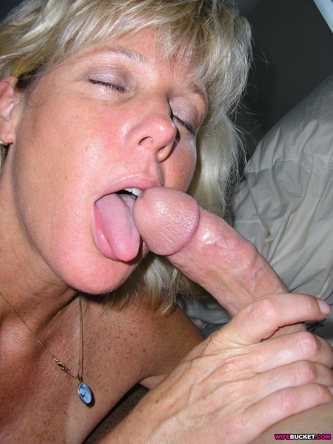 Hot Blowjobs From A Classy Mature Wife-3153