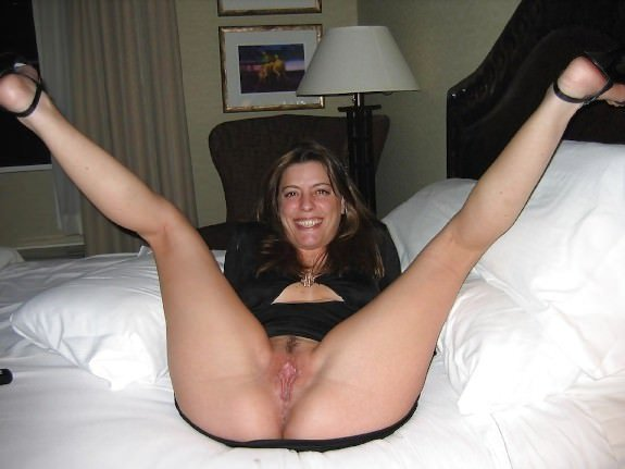 Amateur Wife Likes To Spread Her Legs And Pose Big Youjiz 1