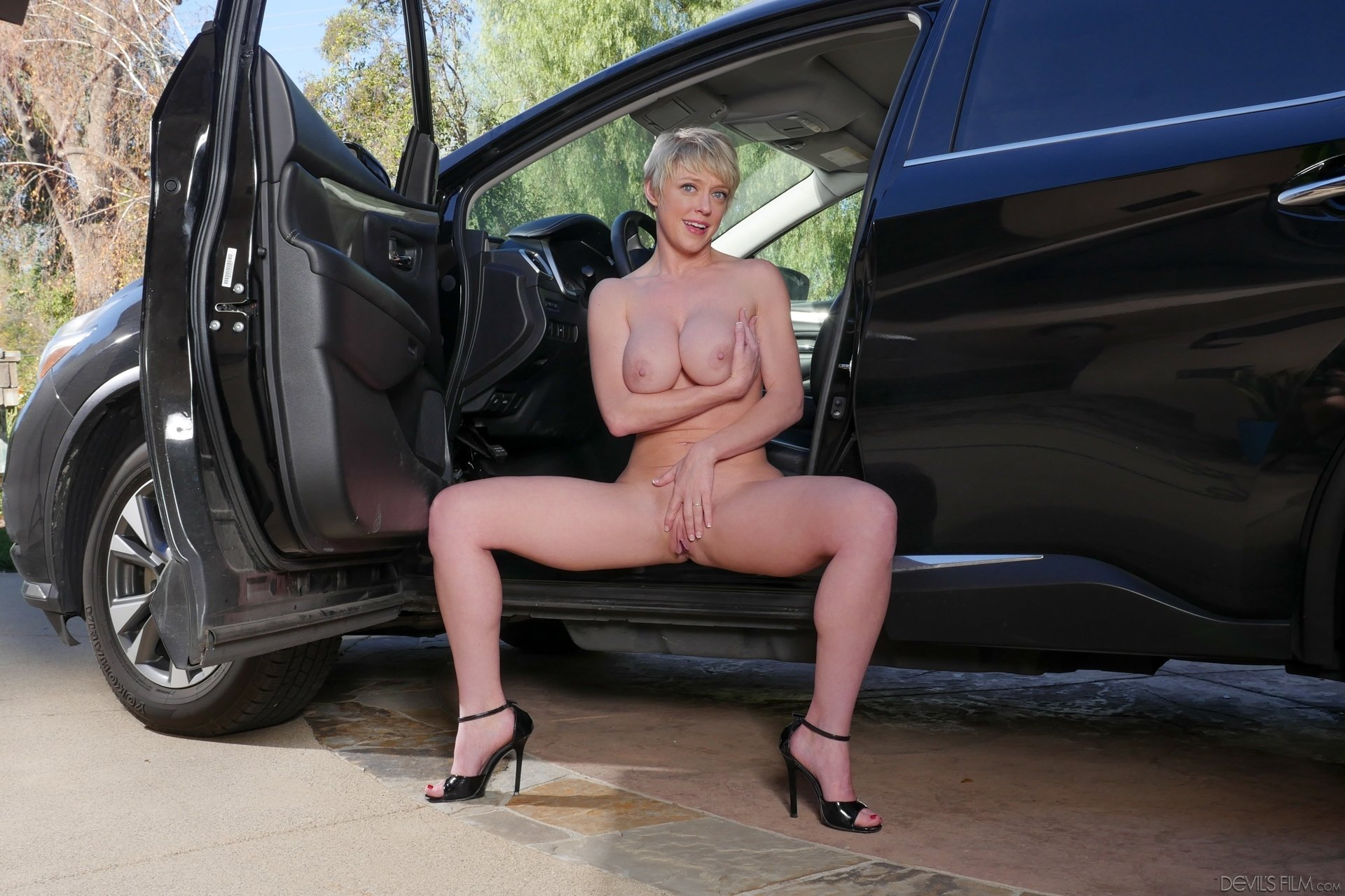 Xxx movies outdoor Mature amateur busty