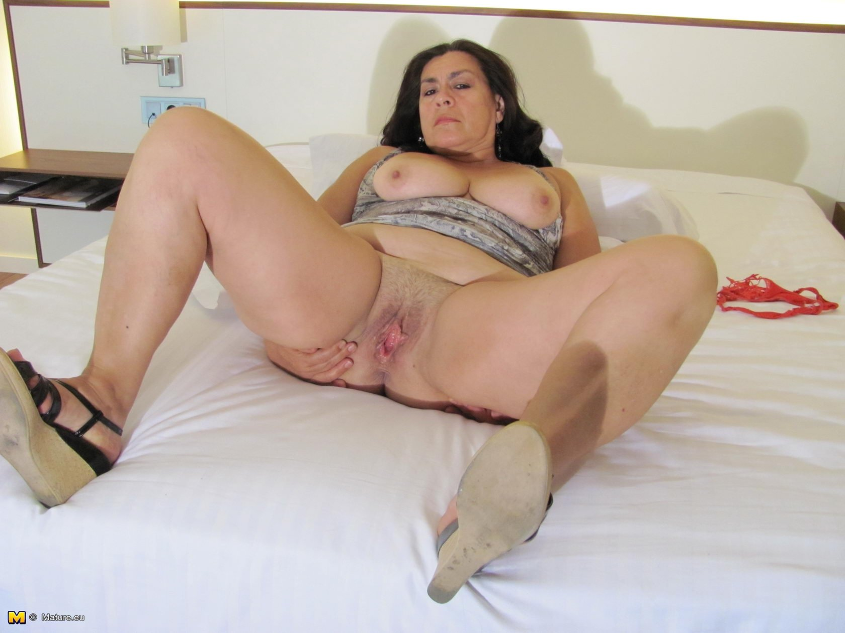 Housewife fuckers free video