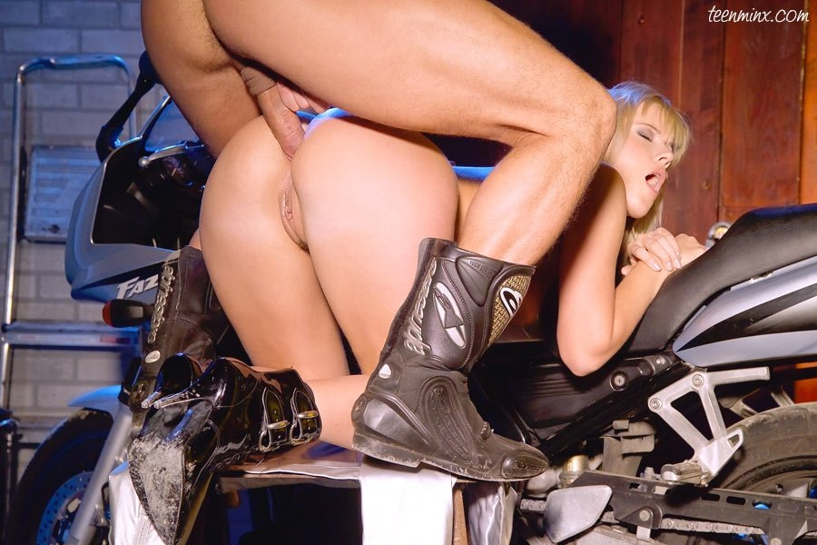 biker-chick-blowjob