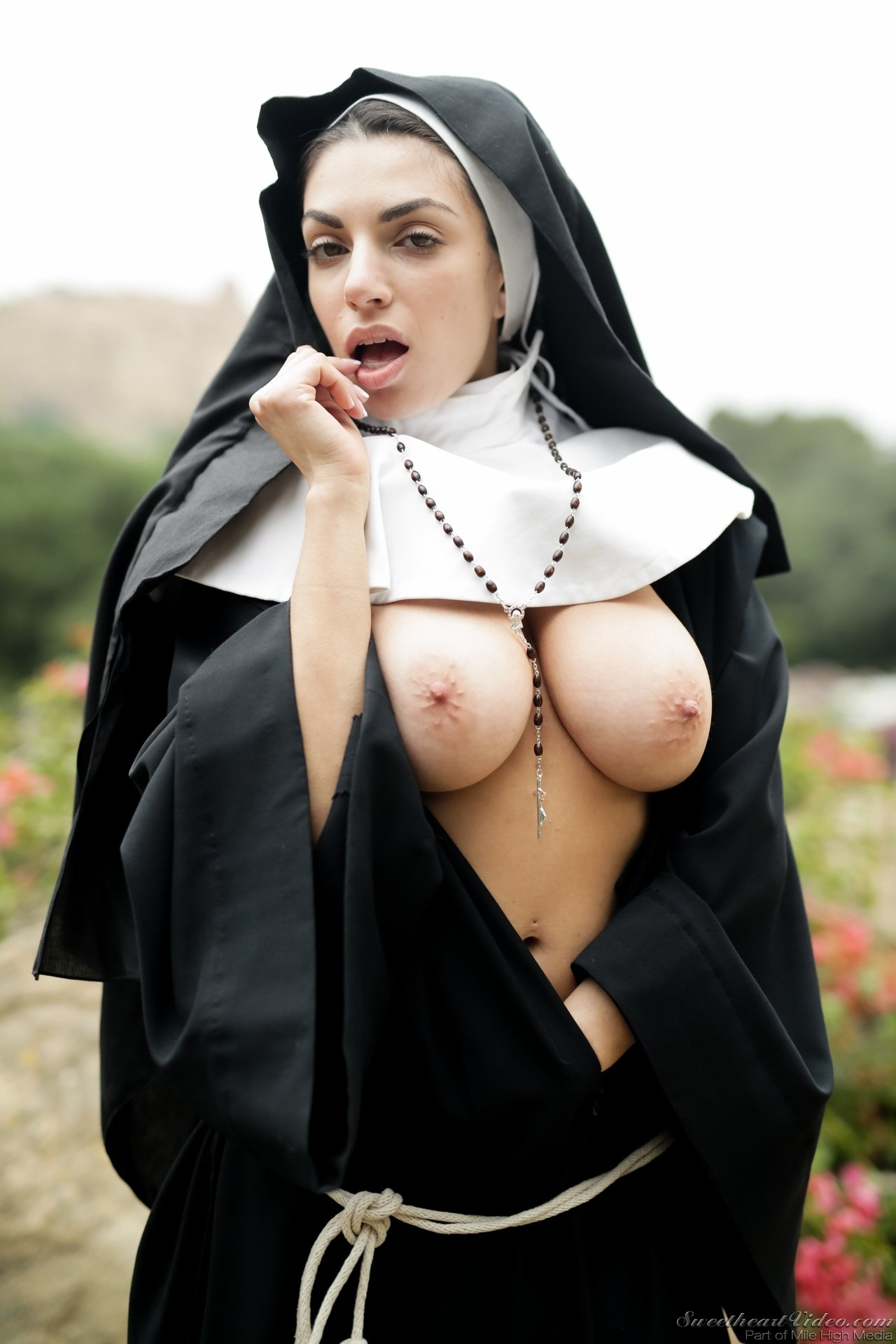hot-nun-nude