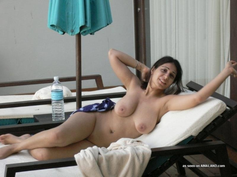 Jamik reccomended naked matures at the beach