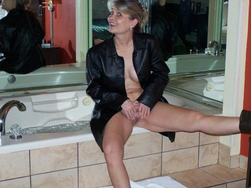 Amature strong gilf leather porn