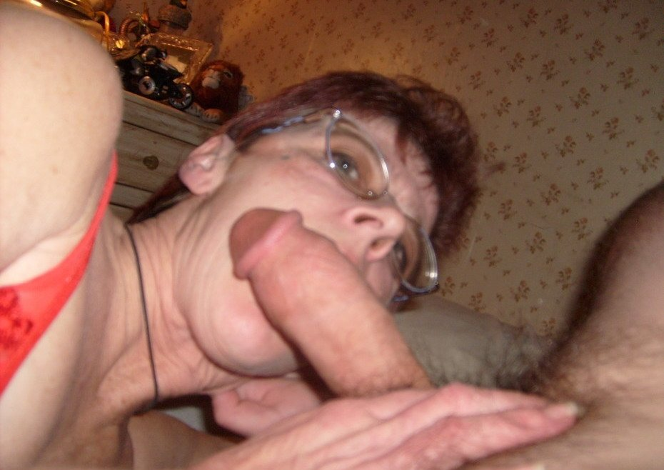 Amateur mature lesbian foursome in a hotel