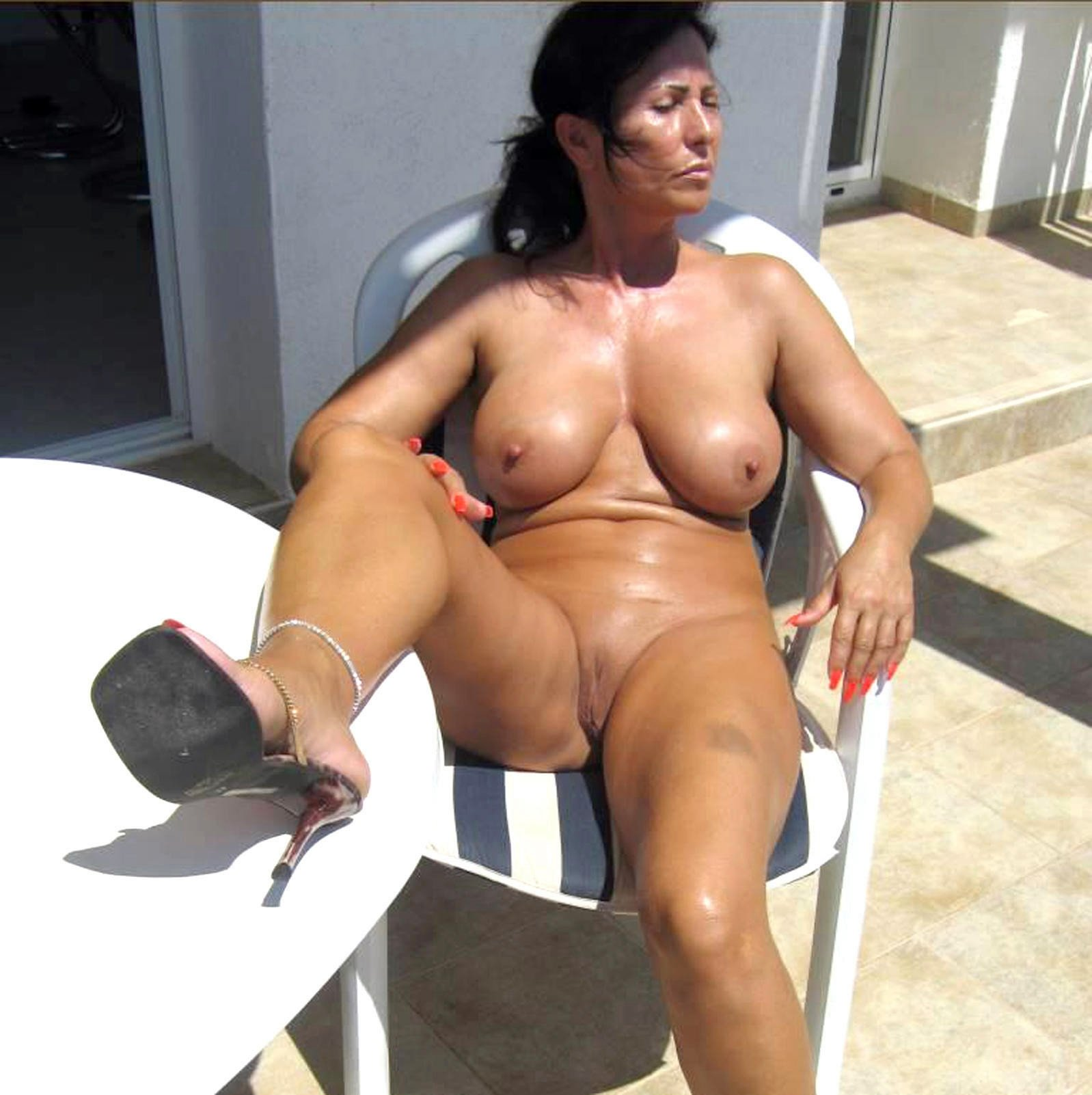 Bed shairig Wife has big pussy what can i do