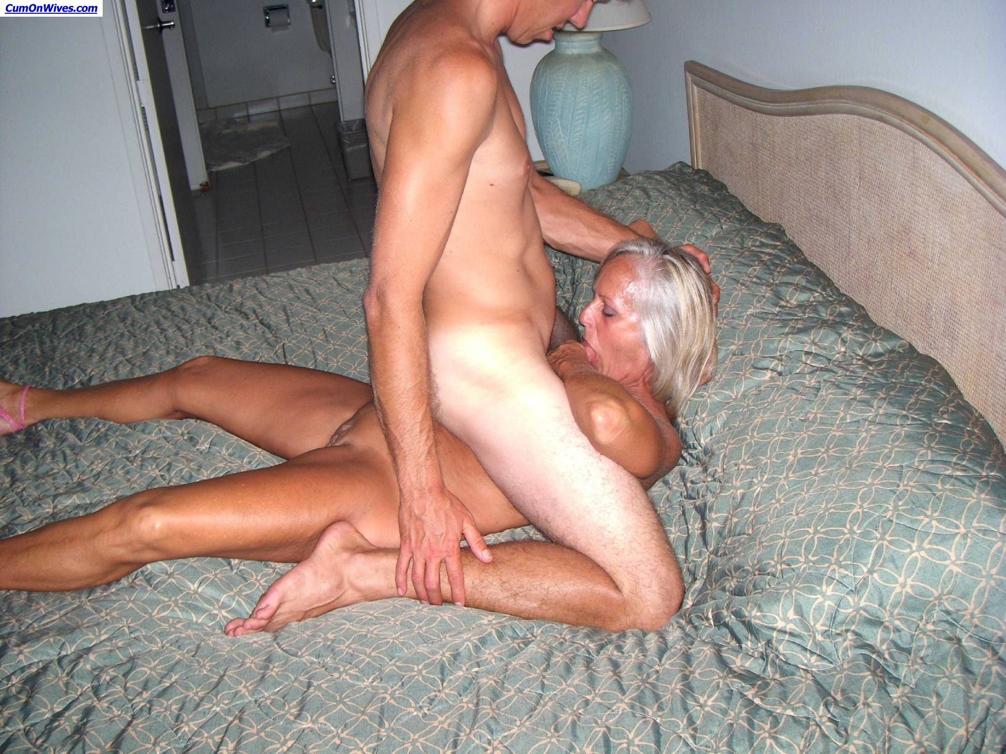 Amateur jerks and eat own cum