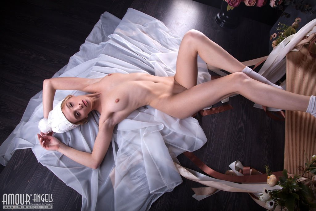 Crazy Alone Girl (anastasia morna) Use Sex Things In Her Holes video-02