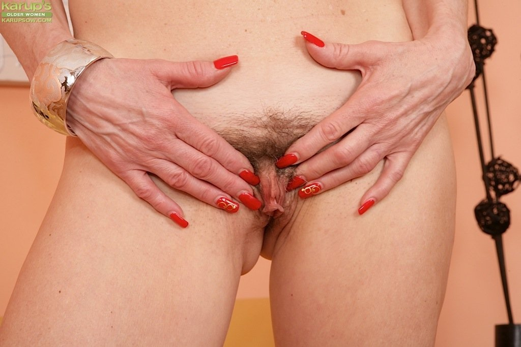 the dildo flasher milfs like it big