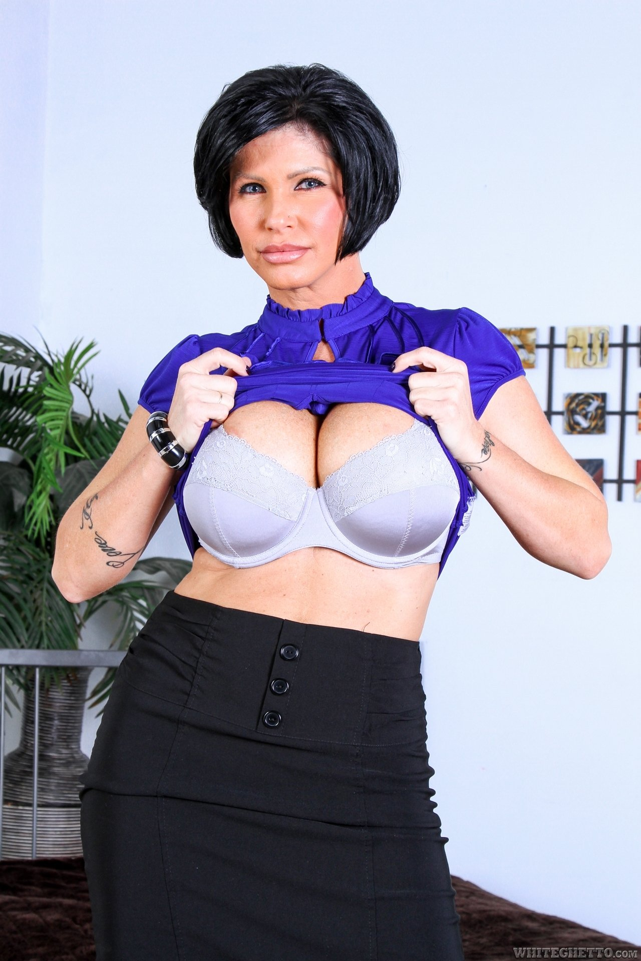 horny and ready milf on camboozle there