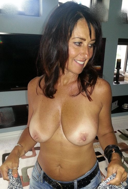 Sucking my roommate's cock British milf Kat lets you enjoy her curvy body