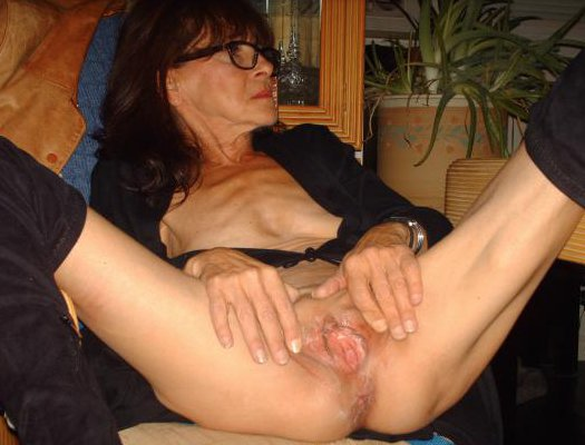 Wife gets acidental creampie pussy