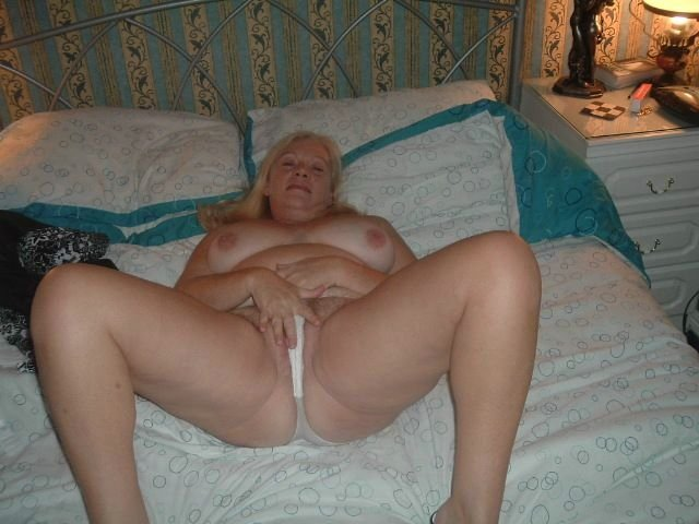 Camfrog zup8 milf and mature lesbians