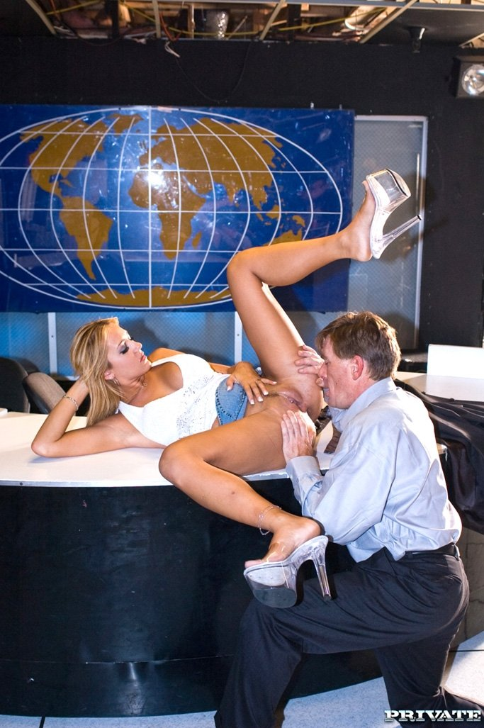 Sexmex Xxx Hot News Anchor Gets Fucked Hard By Assistant On Live Tv