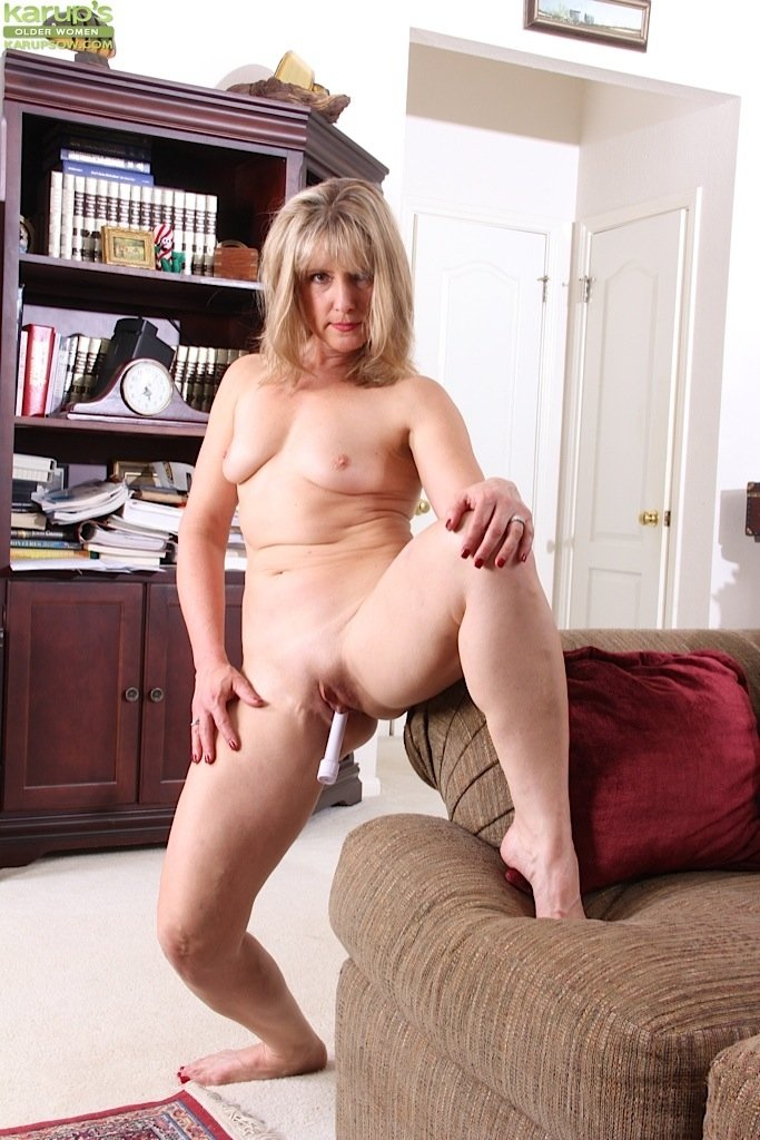 nude beautiful mature