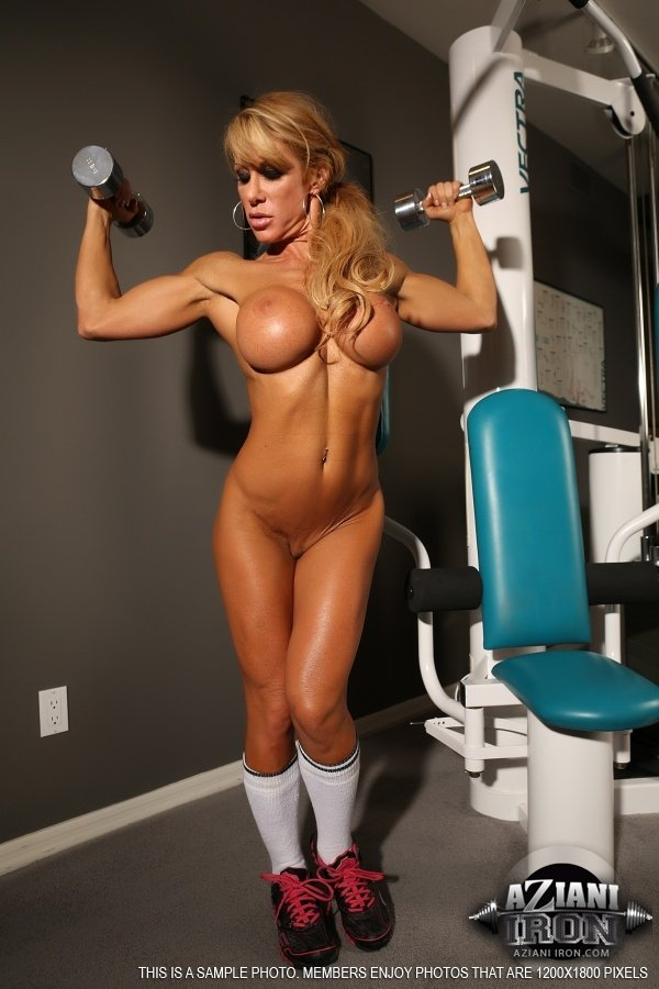 Fit Babe Farrah Foxxx Strips Off Her Clothes In The Gym -7676