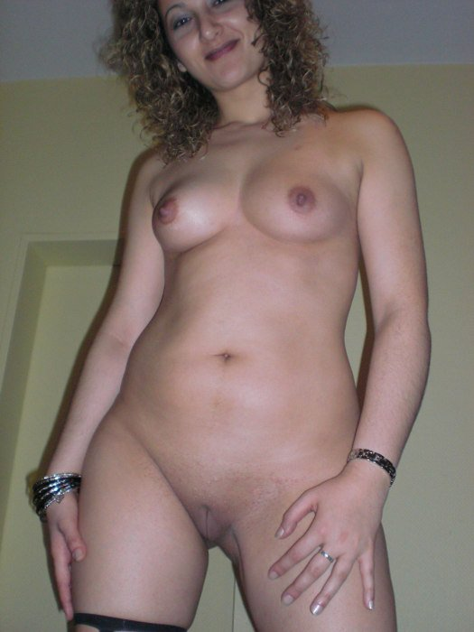 Taule    reccomend tits in the kitchen
