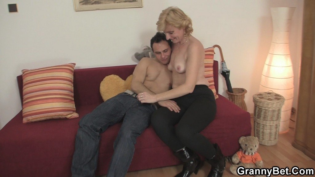 Old and sexy tumblr Pussy rubbing wife video
