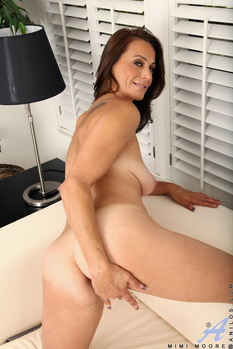 naked mature women images there
