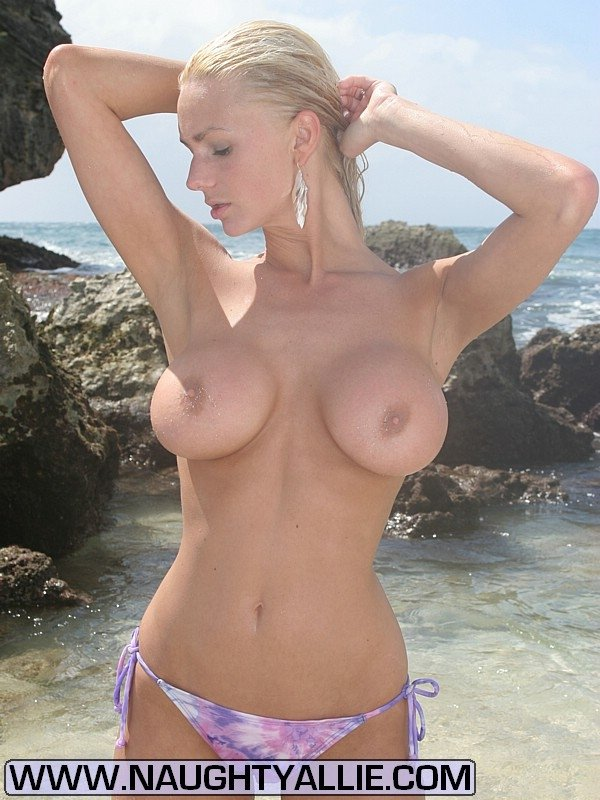 Sexy nude girls at the beach Nude girlfriend on the beach