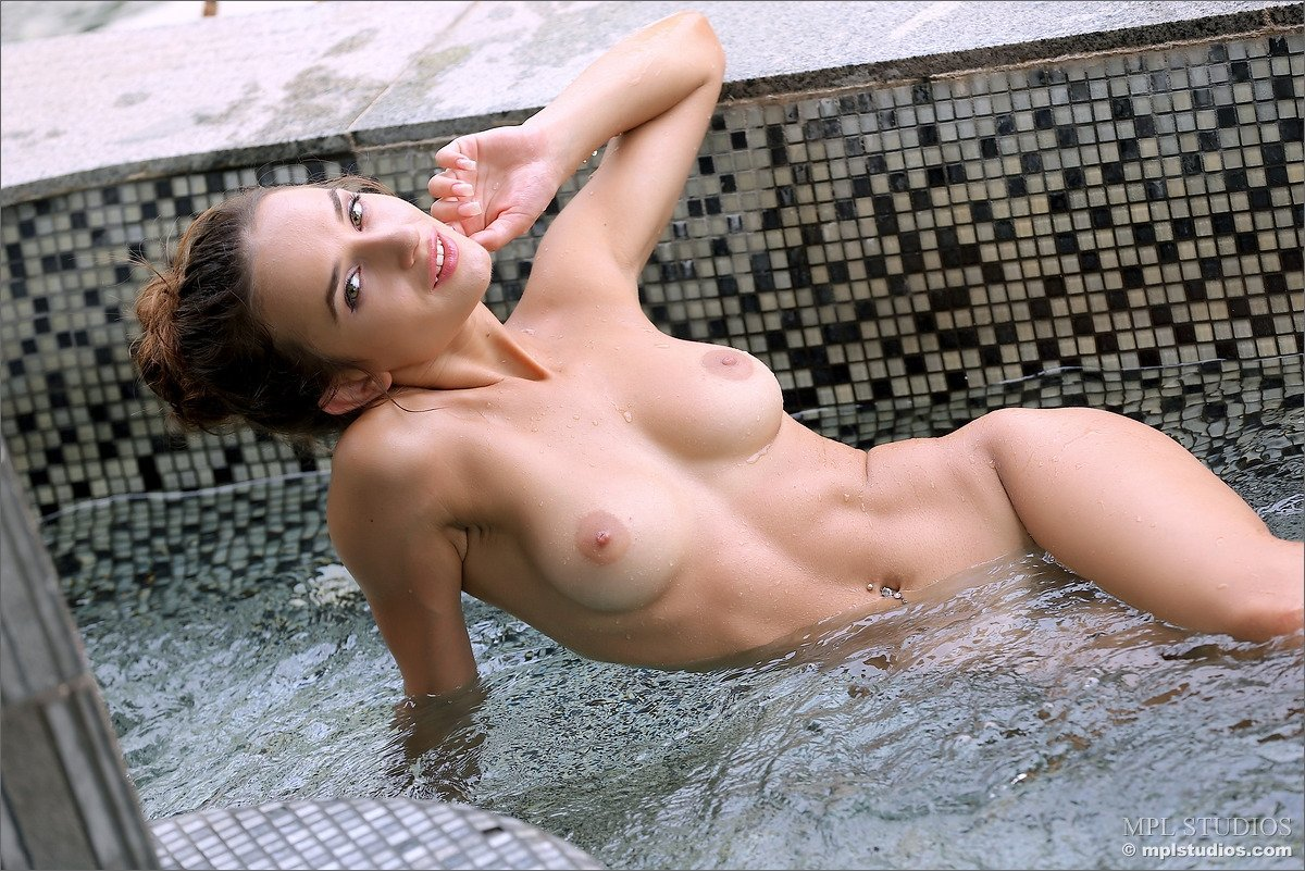 best of SQUIRTING FUN - 99 Pound Amateur Mia'_s First Time Squirting