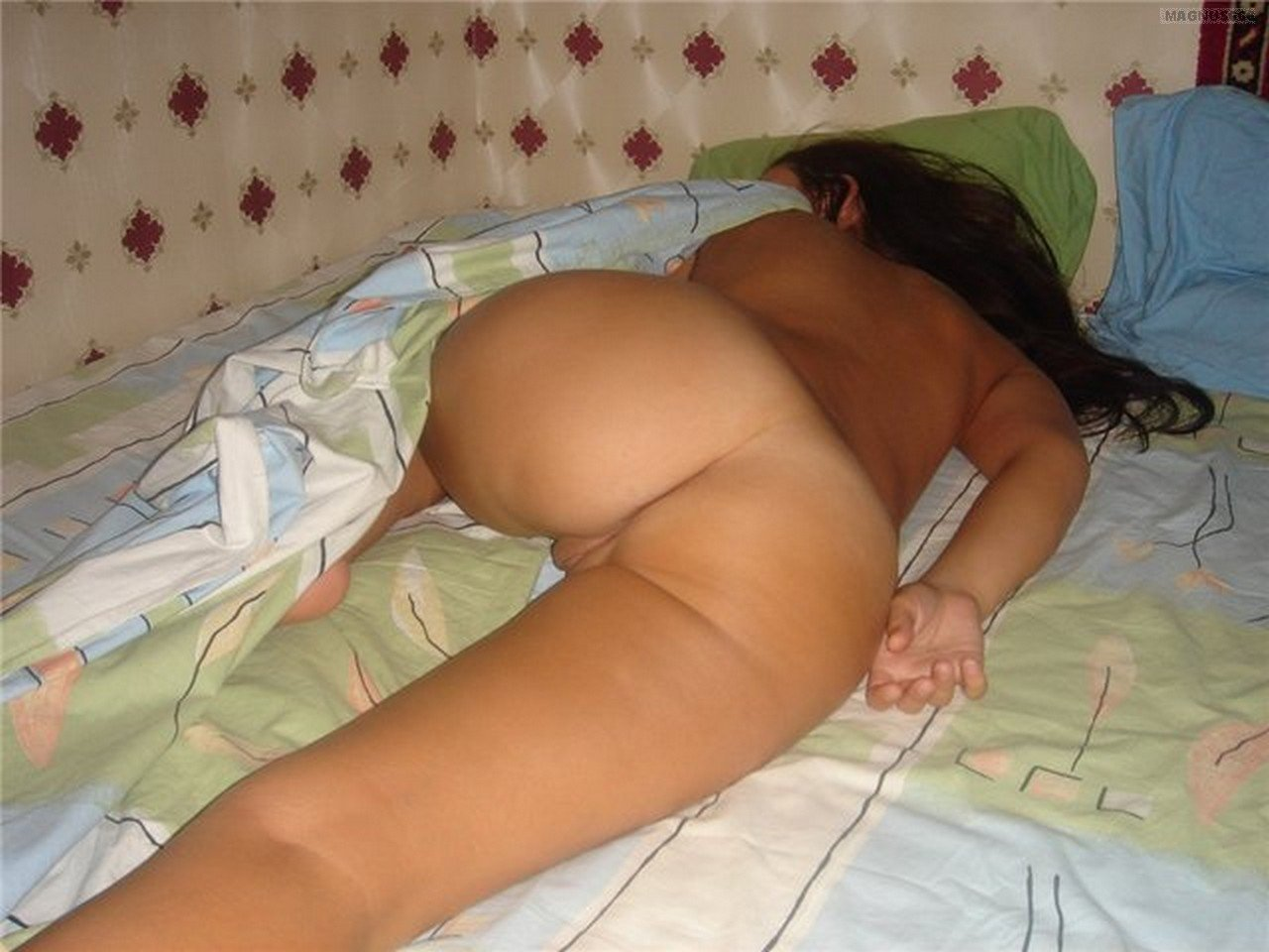 sleeping naked women pics