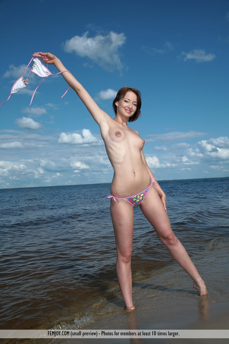 Amateur beach spy Striptease amateur