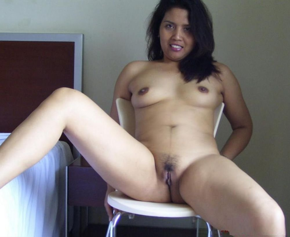 Amateur wife agrees to huge cocks