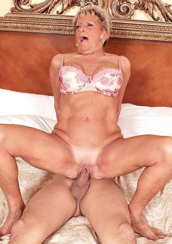 Husband porn tree in one old granny slave