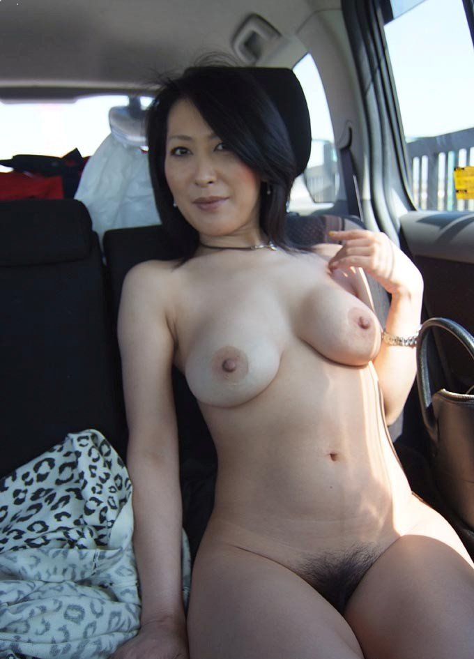 pretty-asian-sexy-horny-milf-naked
