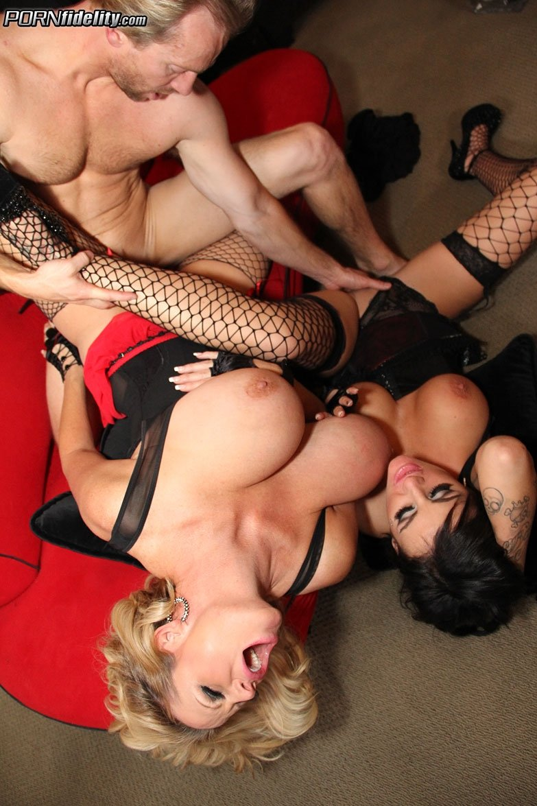 Homemade drunk cougar gangbang