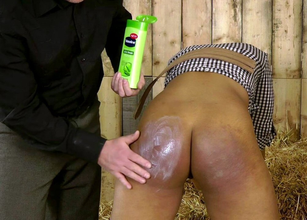 Wife gives friend a hand job hubby films hot beach xxx