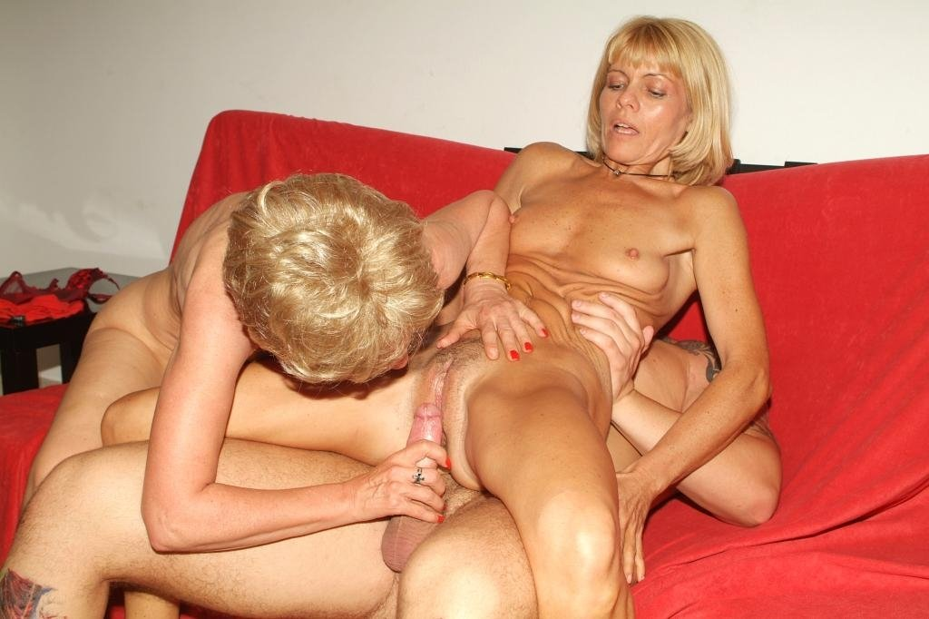 Bareback sex with shemale Drunk granny orgasm creampie chubby wife 3some