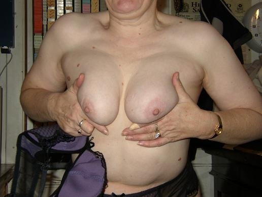 Mature wife naked at home #7