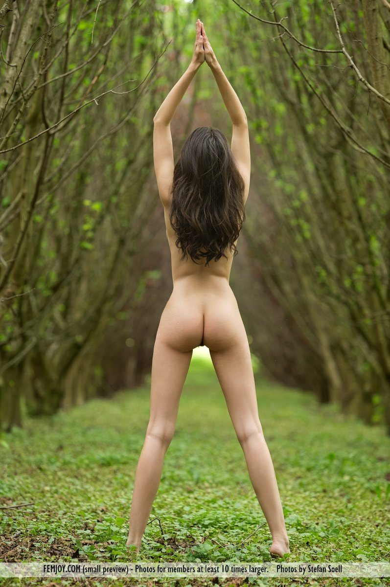 Woman fitness show nude