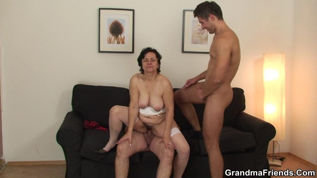 Amateur virgin defloration smoking dildo porn