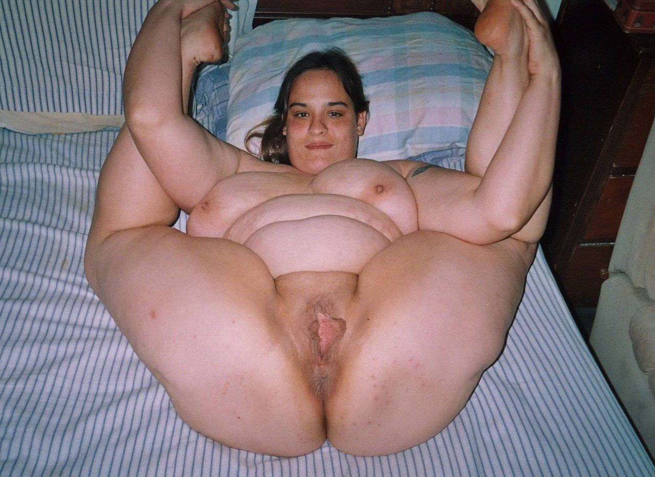 Fat chubby mature wife spreading pussy dildo