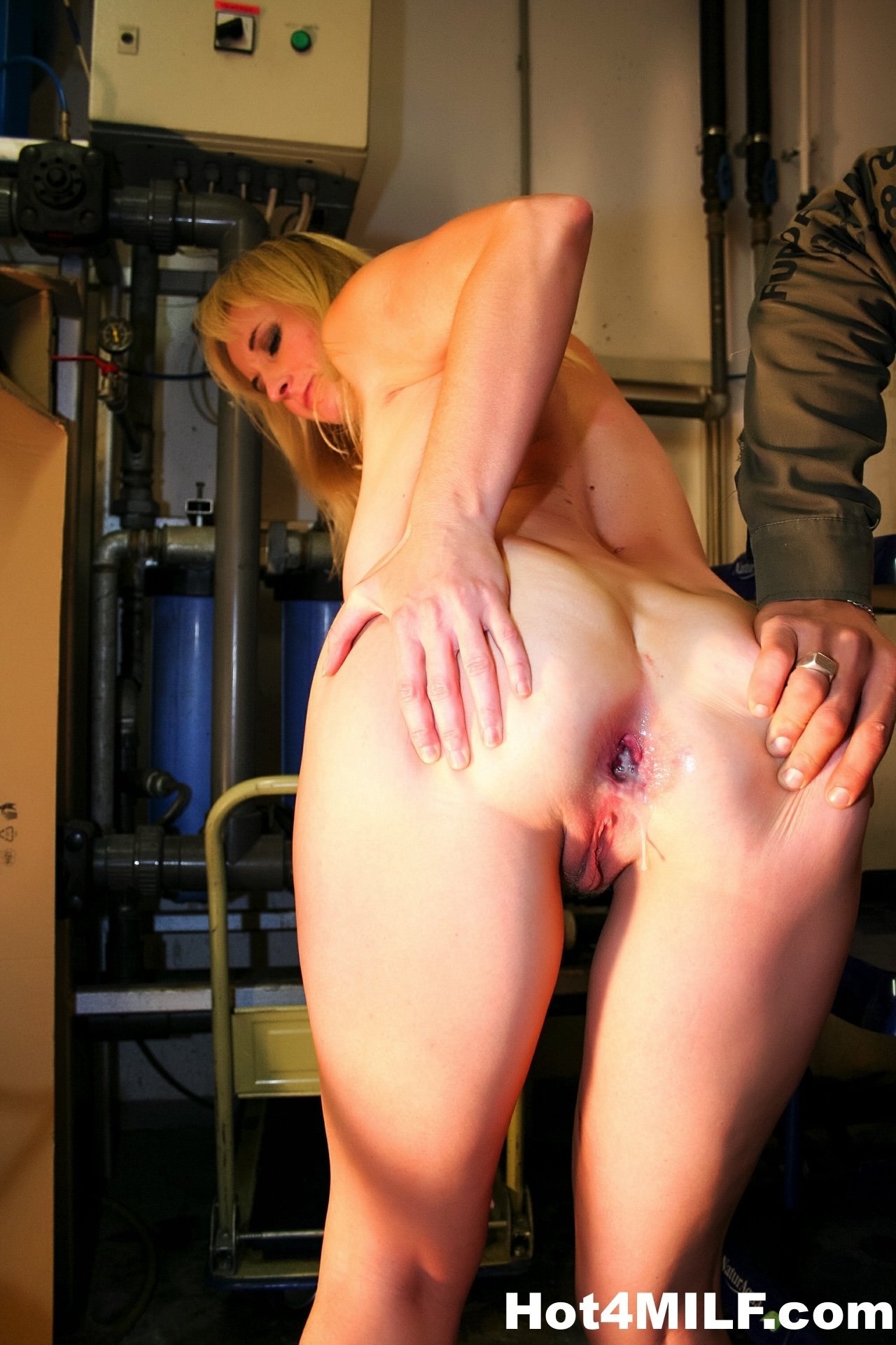 Dirty Milf Gets An Anal Creampie-7670