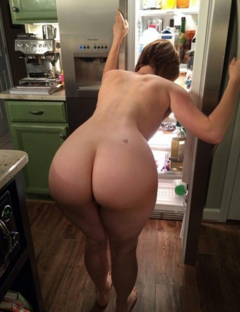 Naked mom with big butt youger guys jameson