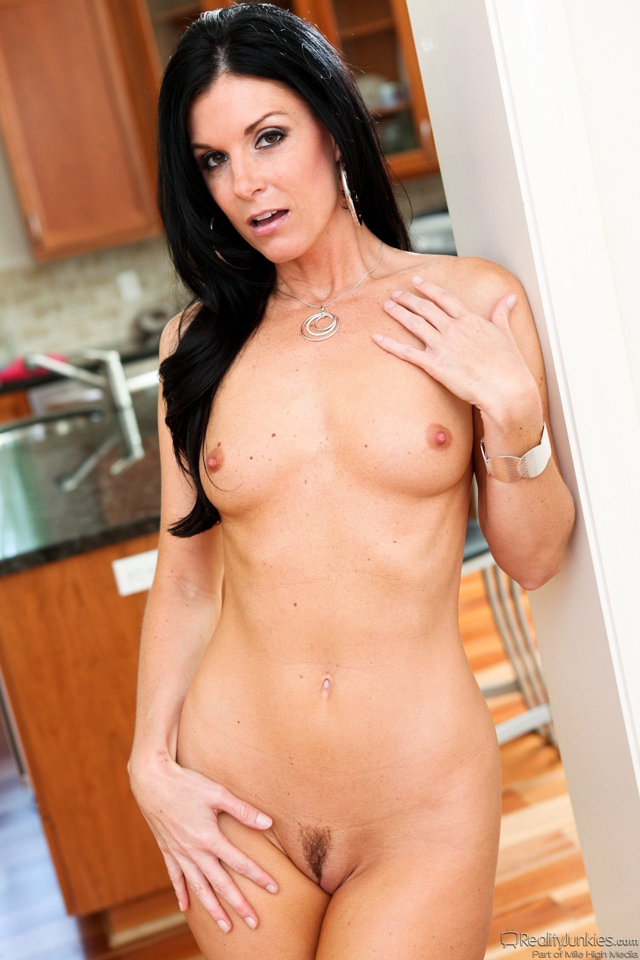 Free porn pics of india summer, shaved legs guy