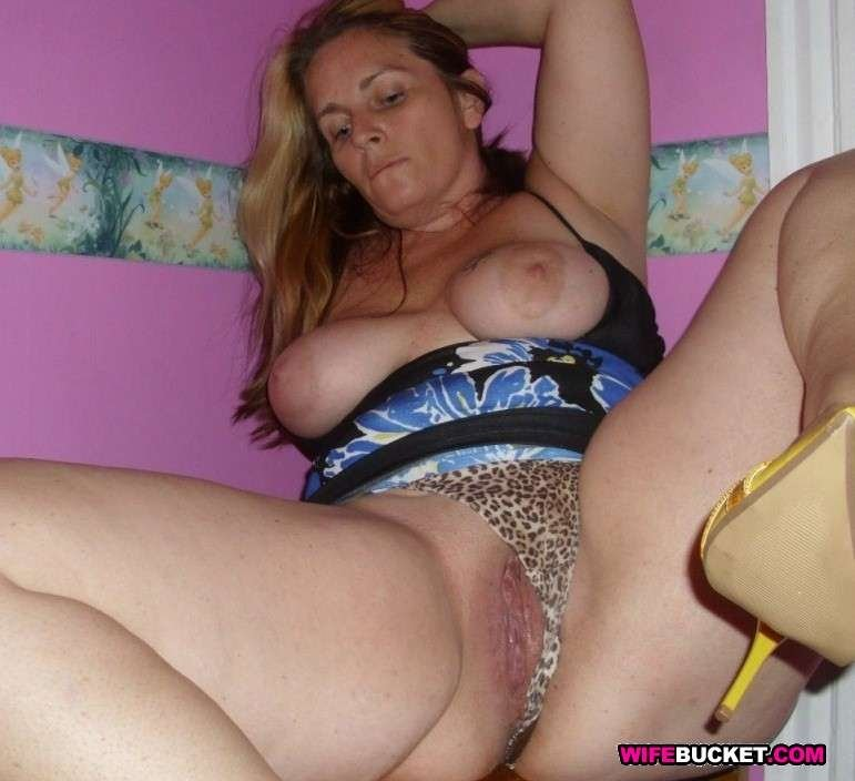 cheating sex housewife add photo